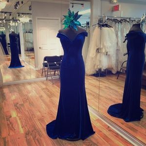 Dresses & Skirts - Long formal velvet dress.